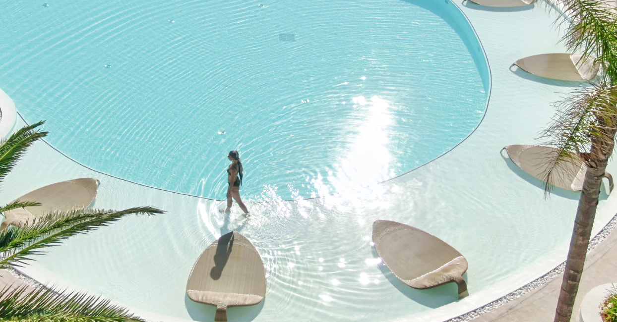 03-caramel-boutique-resort-relaxation-at-the-pool