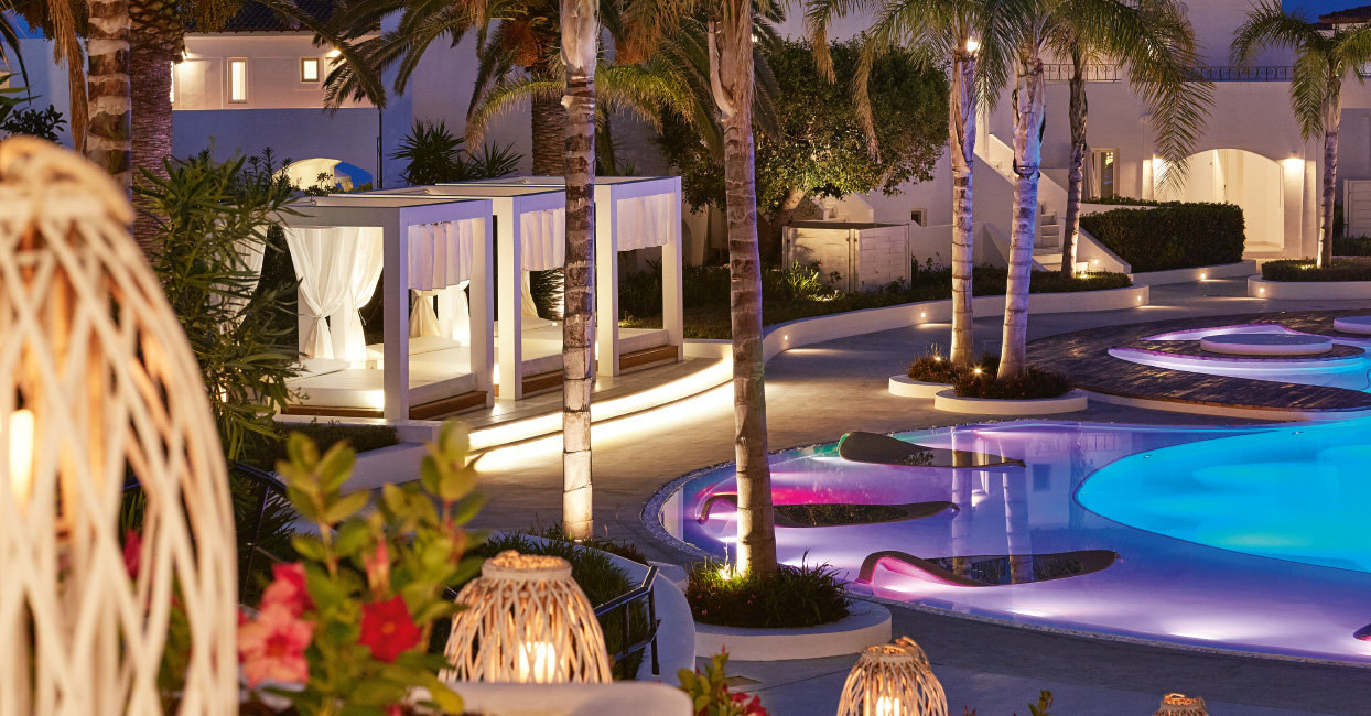 05-night-at-the-pool-lounging-in-grecotel-caramel-boutique-resort-in-crete