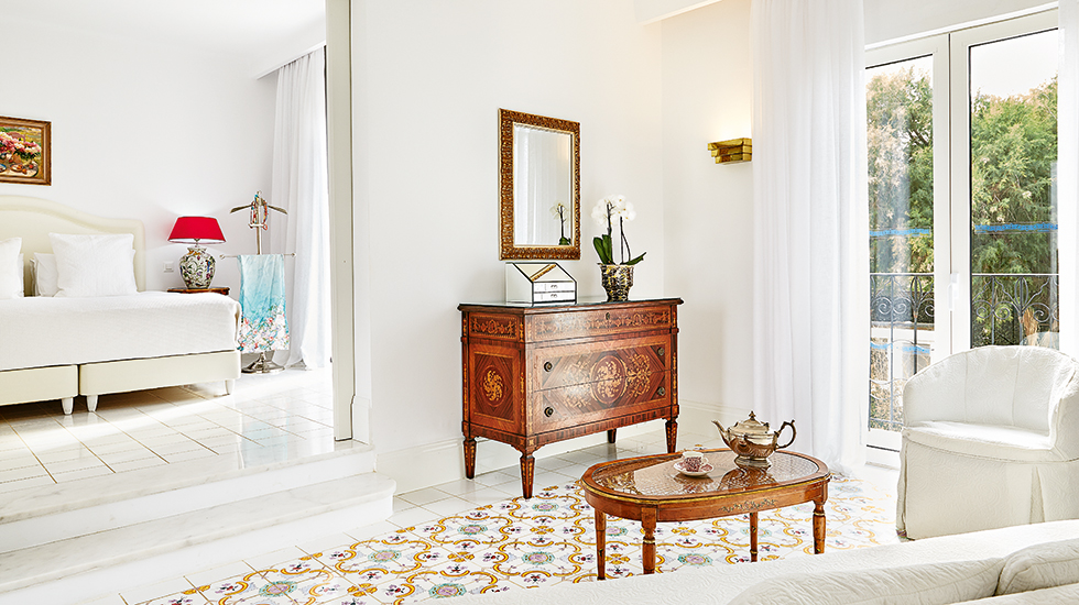 29-Luxury-Bungalow-Suite-Living-area