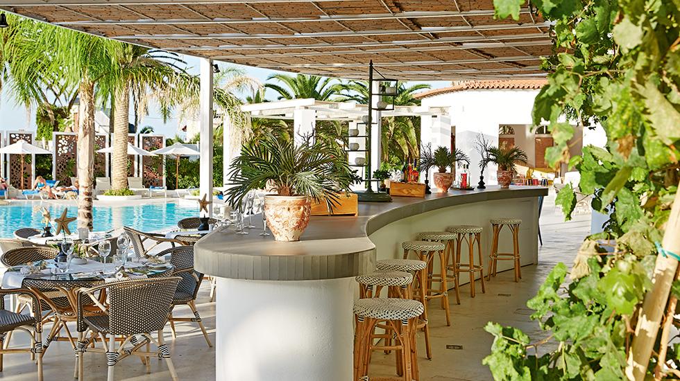 14-caramel-confetti-pool-lounges