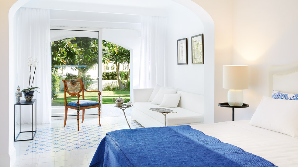 Open Plan Junior Suite Private Garden|Master Bedroom Suite with private covered terrace and private garden