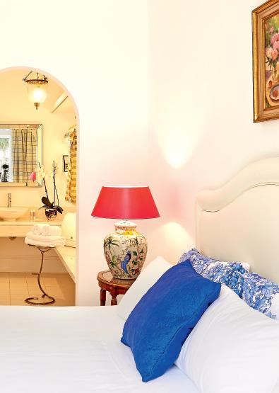 01-caramel-beach-resort-luxury-bungalow-suite-with-private-outdoor-hydromassage-bathtub