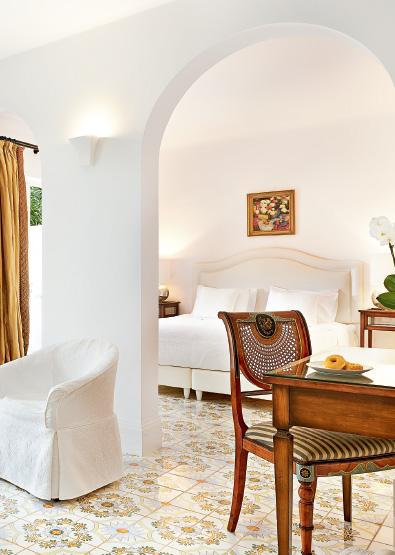 01-caramel-beach-resort-open-plan-bungalow-suite