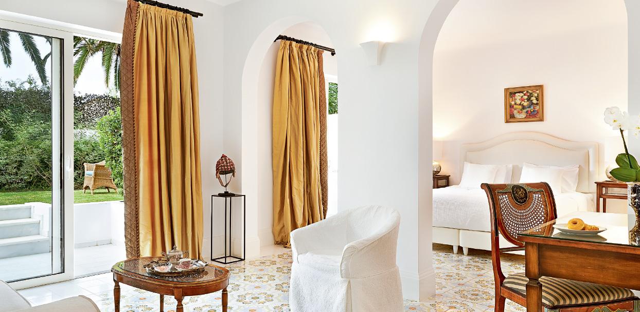 01-caramel-beach-resort-open-plan-bungalow-suite-crete