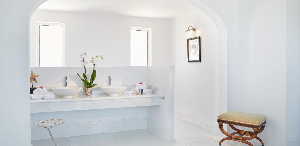 05-caramel-three-bedroom-luxury-villa-with-direct-access-to-the-beach-bathroom
