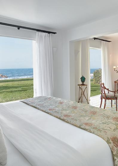 01-caramel-beach-resort-4-bedroom-villa-on-the-beach-with-outsoor-hydromassage-bathtub
