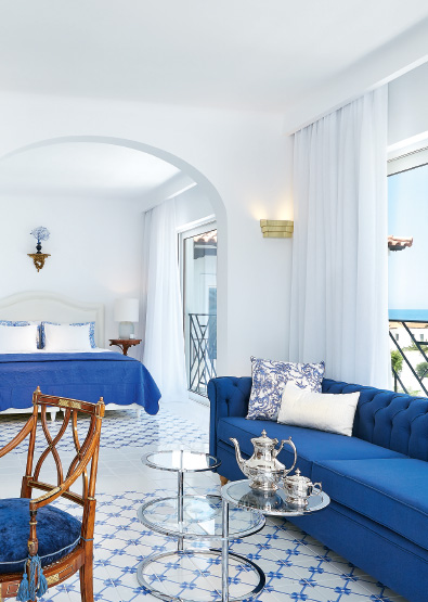 01-caramel-beach-resort-caramel-luxury-suite-with-private-outdoor-hydromassage-bathtub