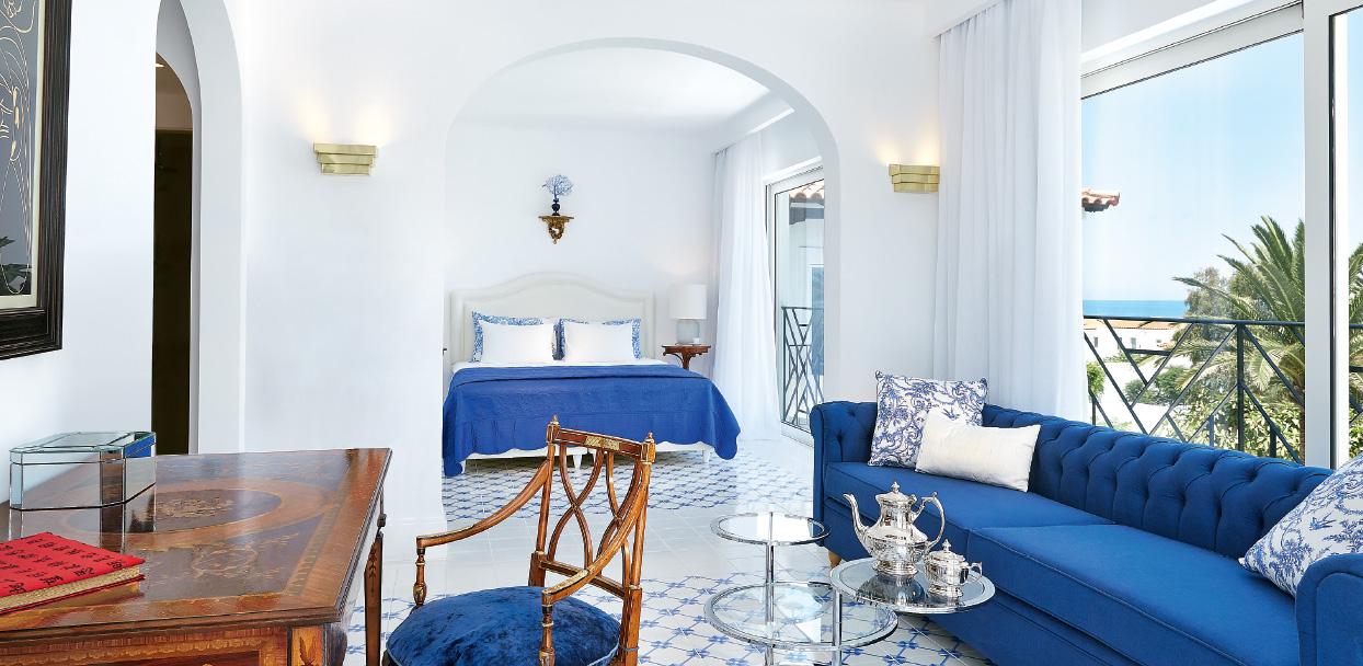 01-caramel-beach-resort-caramel-luxury-suite-with-private-outdoor-hydromassage-bathtub-crete