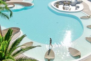 06-tranquil-moments-by-the-pool-in-grecotel-caramel