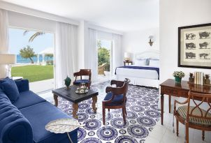 07-luxury-seafront-accommodation-in-caramel-resort