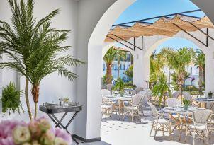 13-al-fresco-dining-in-sunny-courtyard-of-caramel-the-restaurant-in-crete
