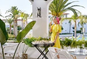 23-outdoors-dining-at-the-terraces-of-grecotel-caramel