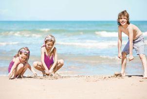 25-kids-having-fun-at-the-caramel-resort-beach