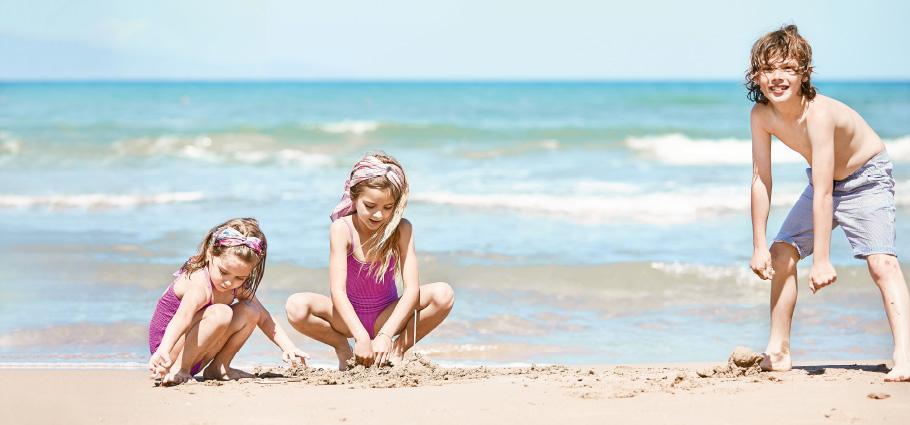 03-kids-having-fun-at-the-beach-of-grecotel-caramel