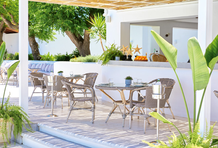 06-all-day-light-meals-by-the-pool-in-grecotel-caramel-boutique-resort-in-greece