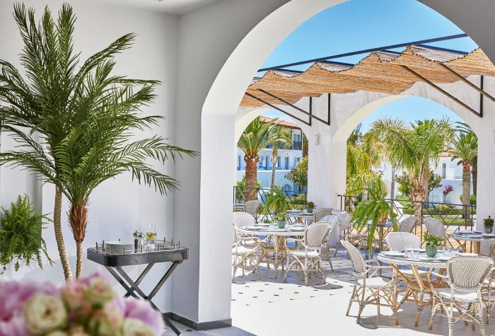 02-al-fresco-breakfast-dining-in-caramel-the-restaurant-sunny-grecotel-caramel-boutique-resort