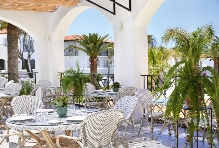 04-outdoors-al-fresco-dining-in-caramel-the-restaurant-grecotel-boutique-resort-caramel-in-crete
