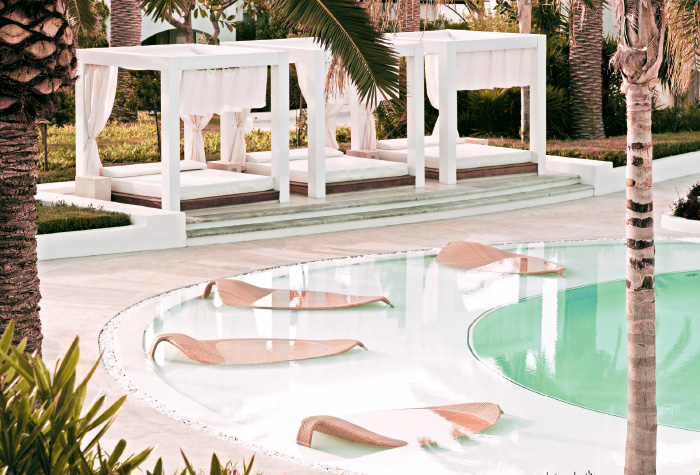 01-confetti-pool-lounges-in-caramel-resort