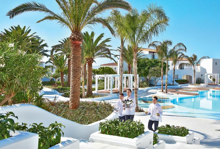 02-confetti-pool-lounges-in-caramel-resort-crete