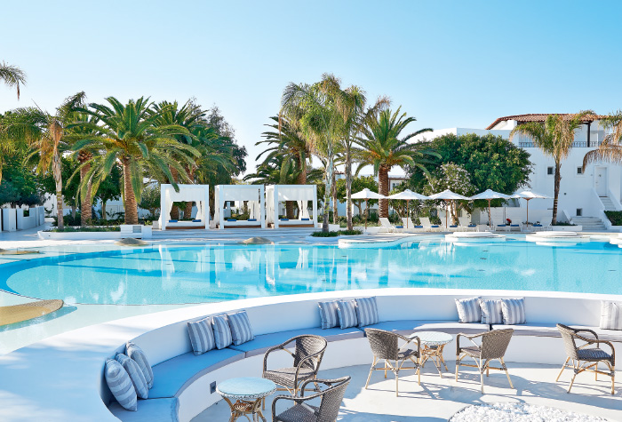 03-confetti-pool-lounges-in-caramel-luxury-boutique-resort