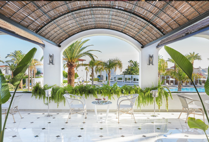 01-panther-al-fresco-lobby-bar-and-drinks-in-grecotel-caramel-boutique-resort-in-crete